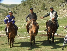 12_guides-counsins-on-horses-2